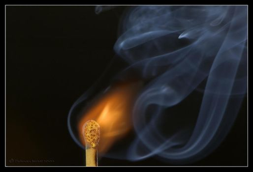 Fire and columns of smoke. by israelfi
