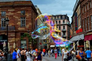 Playing with Bubles in Strasbourg ! by Draquletz