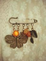 brooch with butterfly by Romashka-Miyako