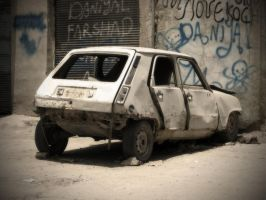 The Last Renault 5 Standing... by rezabs