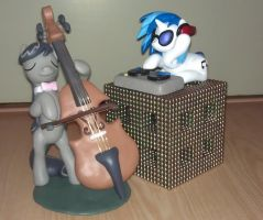 Octavia and Vinyl duet by Alovnek