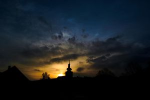 The sun is already starting behind the church .... by wewe18