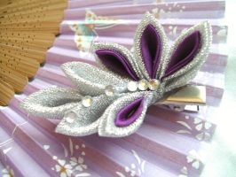 Silver and purple kanzashi by elblack