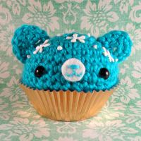 Blue cupcake bear with icing by amigurumikingdom