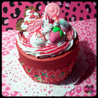 .Strawberry.Cupcake.Box. by BloodCross