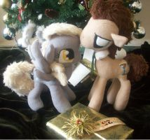 Christmas Love from Derpy and The Doctor by shillermetimbers
