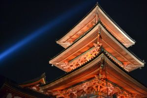 Kiyomizu-dera by night by Mazarde