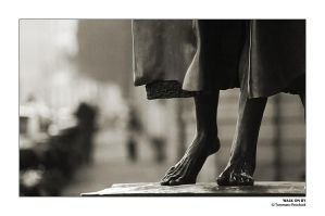 Walk On By by pecchio