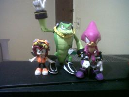 Custom Charmy Bee rejoins Chaotix by Diegichigo