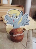 Derpy Gets Muffin by MysteryMint
