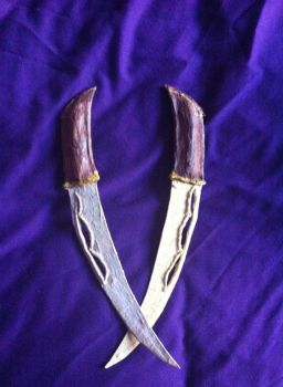 Tauriel's Hunting Knives by XAbiit