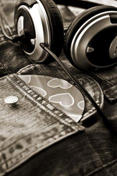 I love my music.. by merrie91