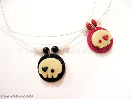 Skull Necklaces by ChocoAng3l