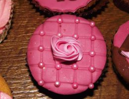 Rose Sweet 16 Cupcake by SusansCakery