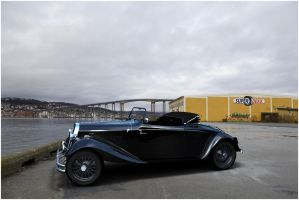 Vintage car at dock by AnalyzerCro