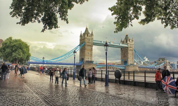 Rainy day in London by Pajunen