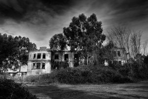 Mansion in Darkness by massimopietrantozzi