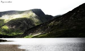 The banks of Llyn Ogwen I by Fuyu-no-sakura