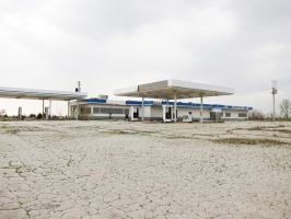 Abandoned Gas Station by devianb