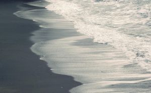 Soft waves on the sand by MorgueCaroObitorio