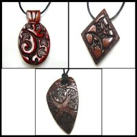 Bronze pendants by valenceleclerc