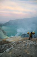 Sulfur carrier at Volcano Ijen by nacron