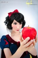 Snow White Temptation by Benny-Lee