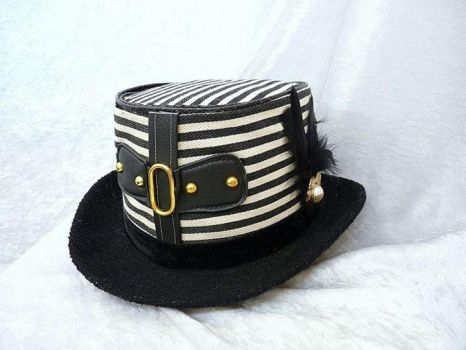 Buckled Black and white top hat by Serata