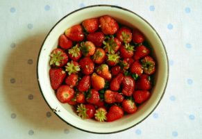 The first strawberries by patamfreti