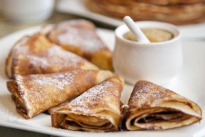 Pancakes with applesauce by khmaria
