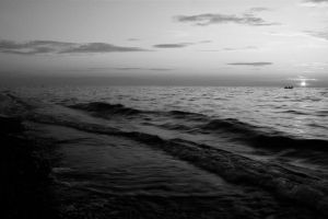 Black and white sea by Dodephine