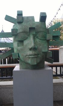 Sculpture by Thames River, London by HS11