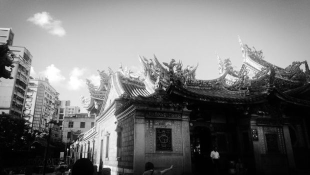 Taipei Lungshan Temple by HuanBao