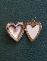 locket by PhoeebStock
