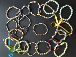 Bracelet, paper beads 01 by SecondChanceCrafts