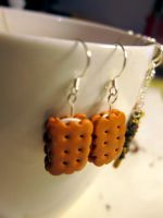 Cream Biscuit Earrings by WinMush