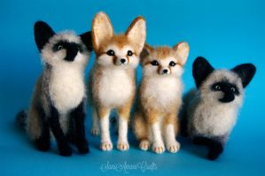 Needle felted foxes by SaniAmaniCrafts