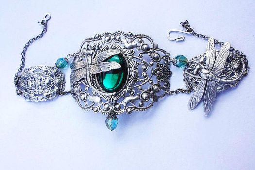 dragonfly necklace by Pinkabsinthe