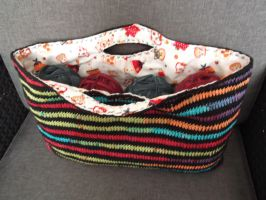 Crocheted crochet-bag by Vampyratekitty