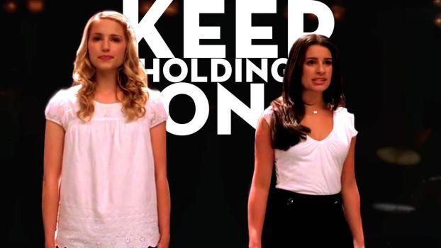 Keep Holding On (Season 1) - Fondo by TraduGleeks