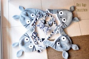 Totoro hat and coin purse by MissBajoCollection