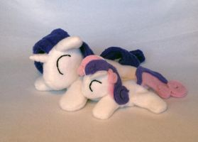 Rarity and Sweetie Belle beanie plush by Bewareofkitty