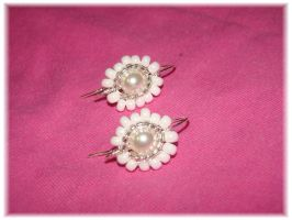 White flower earring by jasmin7
