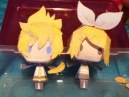 LE KAGAMINE TWINS!: Len and Rin Paper Crafts by ThatNekohacker