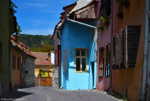 The colorful streets of Sighisoara by AlecsPS