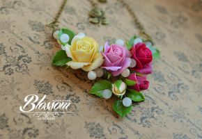 Three vintage roses necklace by BlossomHandmade