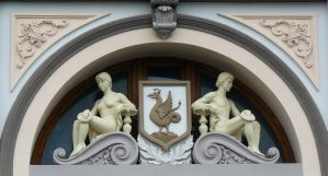 Coat of arms of Kazan with statues by Ferrabra