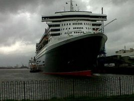 RMS Queen Mary 2 by poke-fan-400