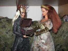 Thranduil gives a necklace to his wife by Menkhar