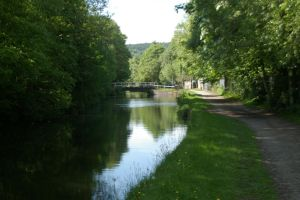 Leeds and Liverpool Canal at Thackley by rainbowphotos